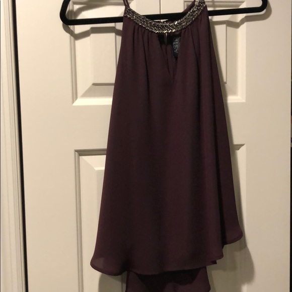 Astr Tops - Maroon sleeveless blouse, detailing on top